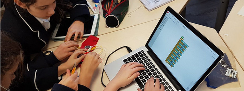 TALLER: Soft Circuitry & Textiles Design En El Fab Lab