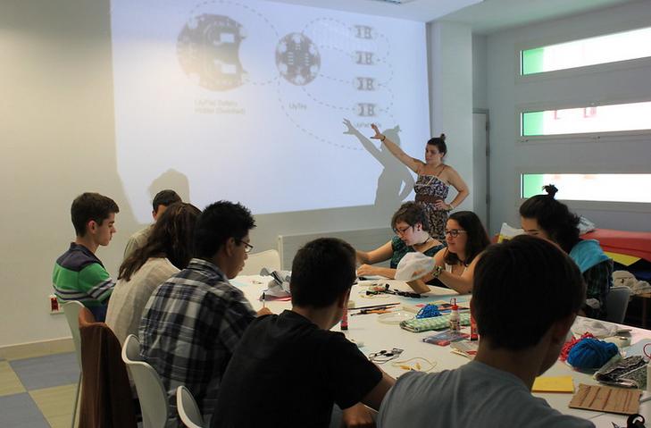 E-textiles Y Tecnología  Wearable Para Jovenes. Área De Euskera, Juventud Y Deporte Del Ayuntamiento, Bilbao.